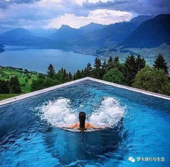 ins上最流行的网红玻璃泳池,才配得上你的性感泳姿.