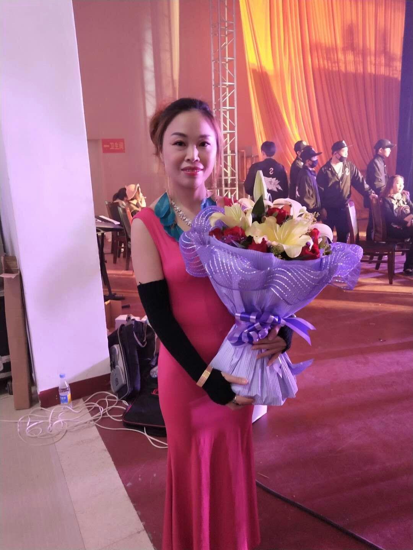 歌手黎春燕受邀参加广东惠来大型群星公益晚会