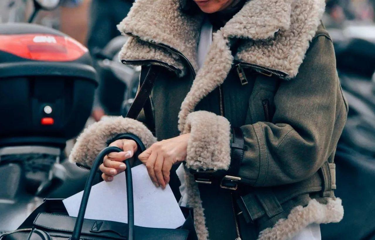 你的冬日时髦造型,要从毛领外套开始