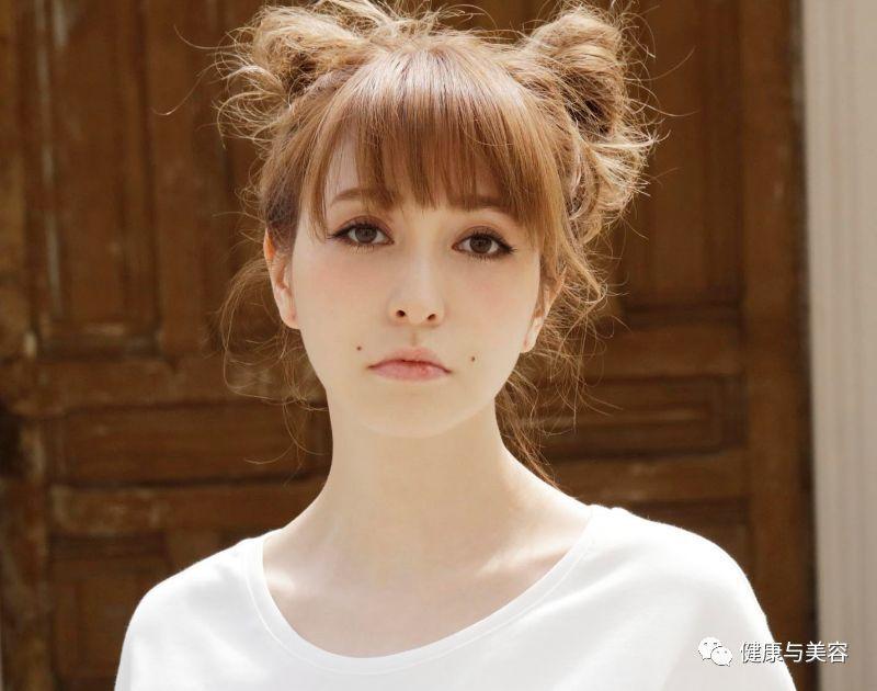 藤井莉娜无论什么发型,都爱搭配空气刘海,格外甜美.图片
