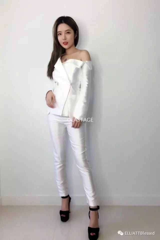 一逼色逼白白色_时尚 正文  但是白色有很多种,但是纯白色的\