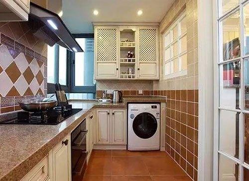 现在有些楼盘的公寓,没有阳台,卫生间又太小,那么洗衣机只能放厨房了