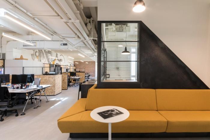 """从休息室到会议室,所有的家具都是量身定做的,就像那个""""给你翅膀""""的"""