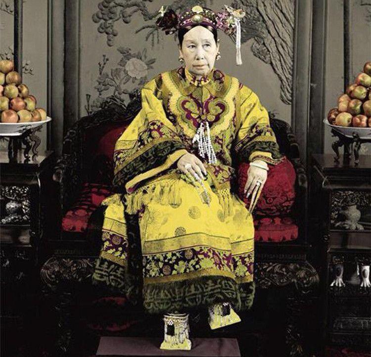她是光绪最宠爱的妃子,却被慈禧扒光衣服打到流产图片
