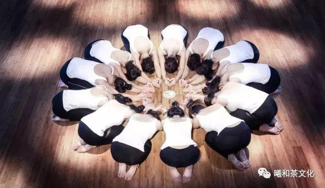 九是瑜伽图片