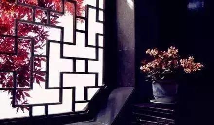 a牅j�yK^[�_文化 正文  透过画框一般的窗 远望过去 窗户古时亦称为牅, 尤其是