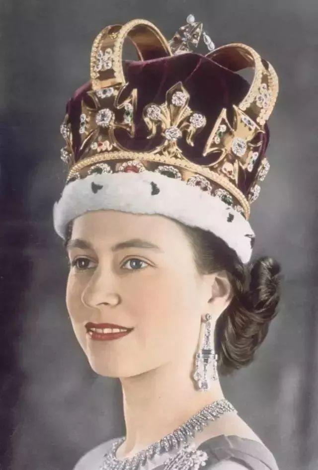 英国女王皇冠图鉴:全世界最知名的钻石都在她脑袋上