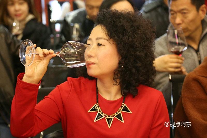 结识有味道的女人就像是品到上等的红酒 - 视点阿东 - 视点阿东
