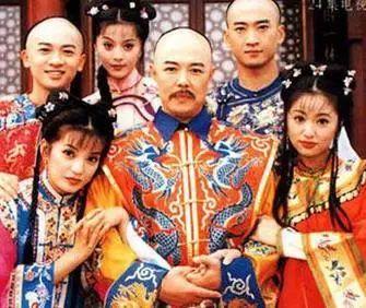 与赵薇,林心如,苏有朋主演古装清朝喜剧《还珠格格》饰演乾隆,张铁林