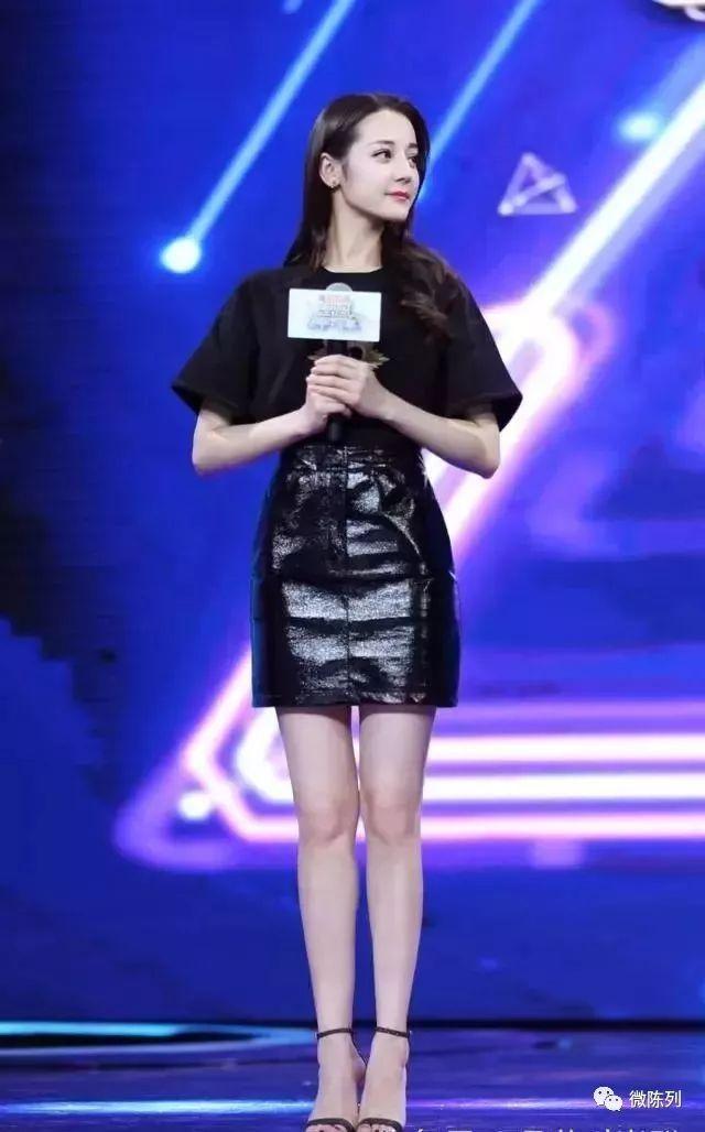 当李宇春穿上杨幂迪丽热巴最爱的小短裙,最尴尬的撞衫出现了