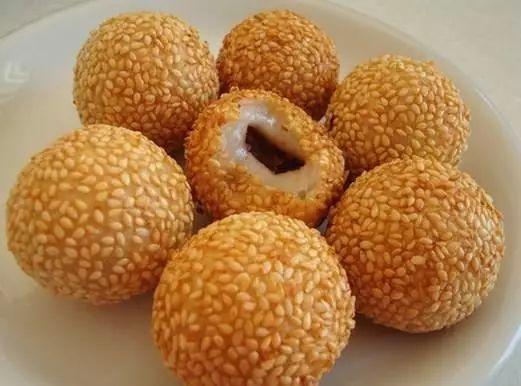 炸糯米球_空心麻球,也叫做芝麻糯米球,外形滚圆饱满,色泽金黄,皮薄香脆,内甜糯