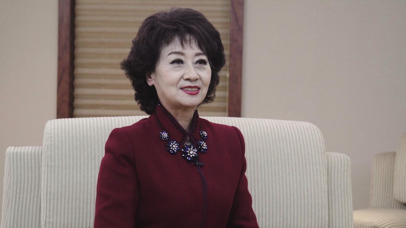 53岁央视主持黄薇,担任《夕阳红》的主持人,今转... _网易视频