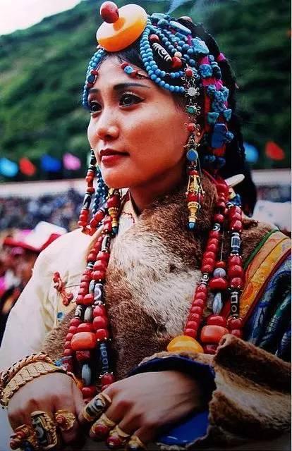 在藏族土豪妹面前,别说你是玩珠子的!