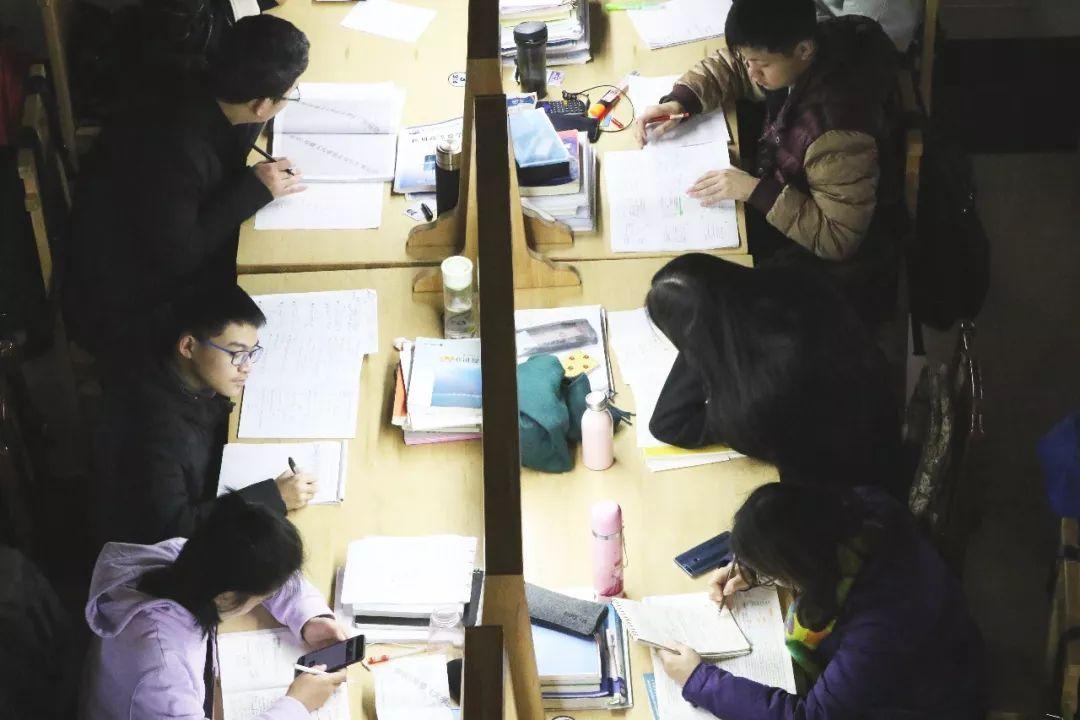 """大学教师""""最怕期末:学生各显其能""""索分"""" ,期末""""夺分大战""""背后的隐忧"""