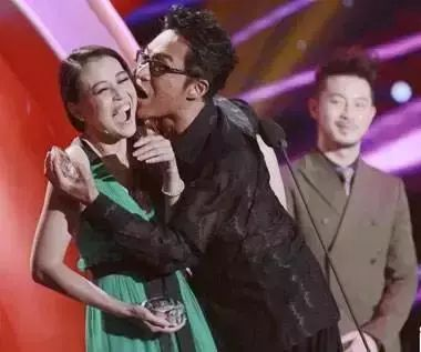 娱乐 正文  2012年的亚洲偶像盛典,马景涛和周海媚,叶童主演的电视剧图片