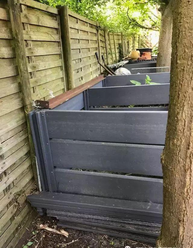 四个木质堆肥箱.图片