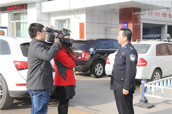 原平交警邀请媒体记者随警作战 开展严查交通违法行为整治行动