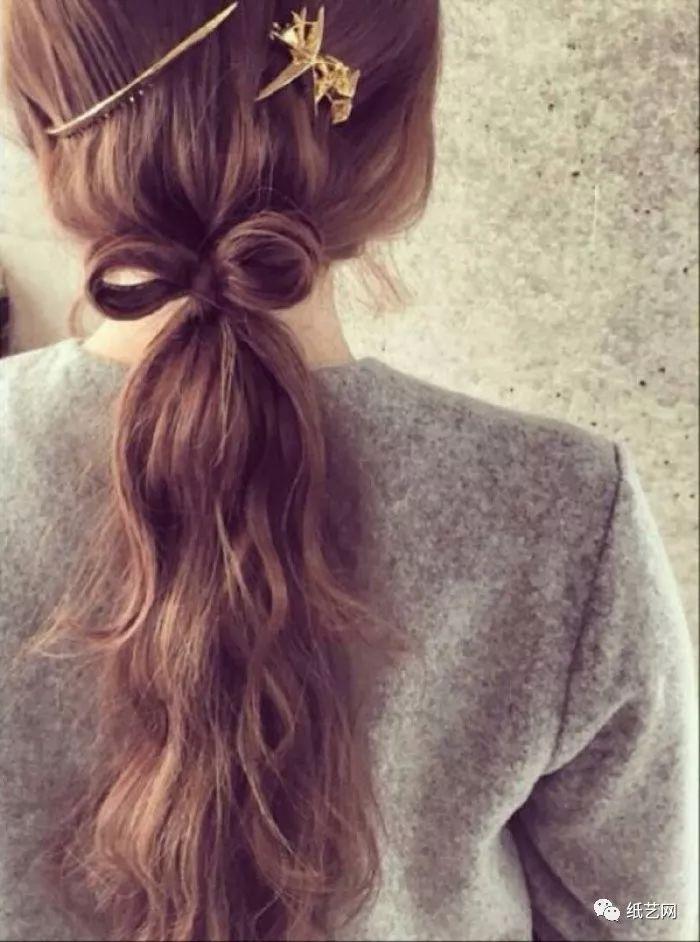 要过新年了,给自己的头发也编上一款可爱的蝴蝶结吧!图片