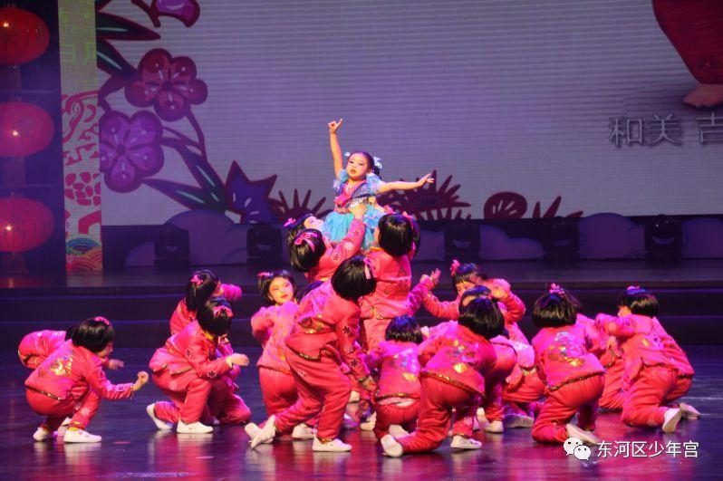 """节目突显""""中国梦""""主题精神,以中国传统童谣为主线,同时加入了传统美德"""