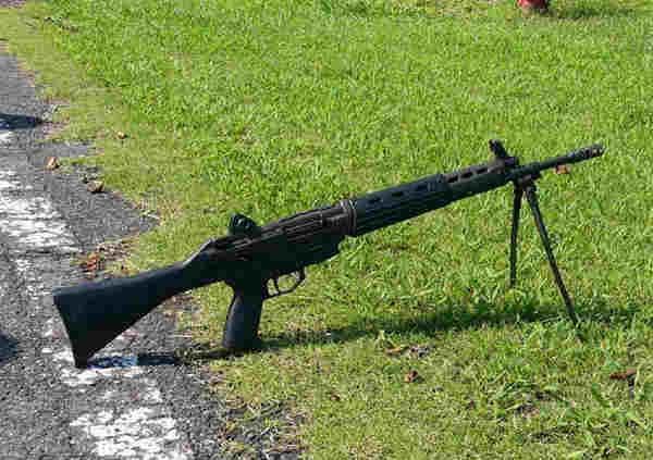 突击枪的原理_左轮手枪推送子弹过程   手枪弹匣供弹原理   枪械的气导原理   手枪击发的原理   一种供弹原理展示   加特林机枪的供弹原理   ak47气导结构