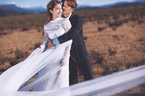 婚纱照摄影师_未婚妻和摄影师婚纱照