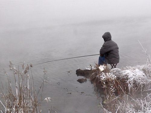 冬钓做窝打钓是近窝打远还是远窝钓近-诺亚名渔