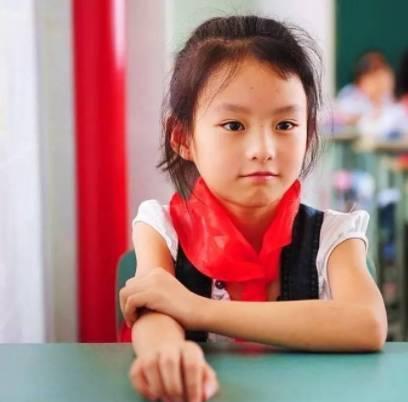 小学一年级:培养学习兴趣 对小学生活既新鲜,又不习惯,因而一时难以