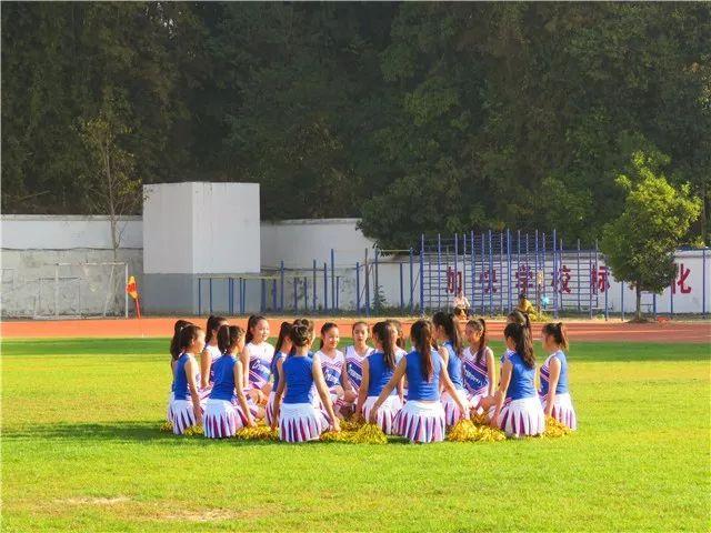 舞动青春 绽放活力——芒市第三届青少年校园足球啦啦图片