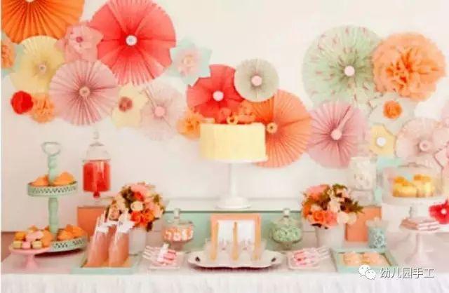 手工制作牡丹花 精致逼真的牡丹纸花的折法完成效果,用花边装饰一下