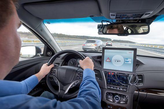 """比传感器""""看""""得更远:博世联手沃达丰华为共同推进蜂窝-V2X车联网通讯技术"""