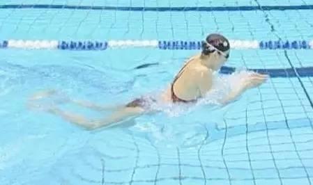 【游泳健身】游泳减肥游多久最佳