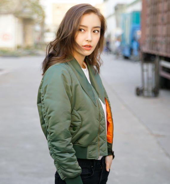 angelababy秋冬街拍曝光 夹克短靴定义随性时尚图片