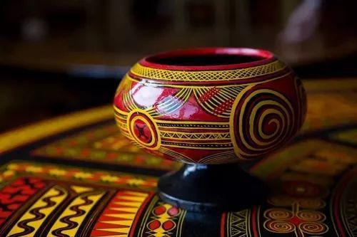 彝族民间工艺--精美的彝族漆器