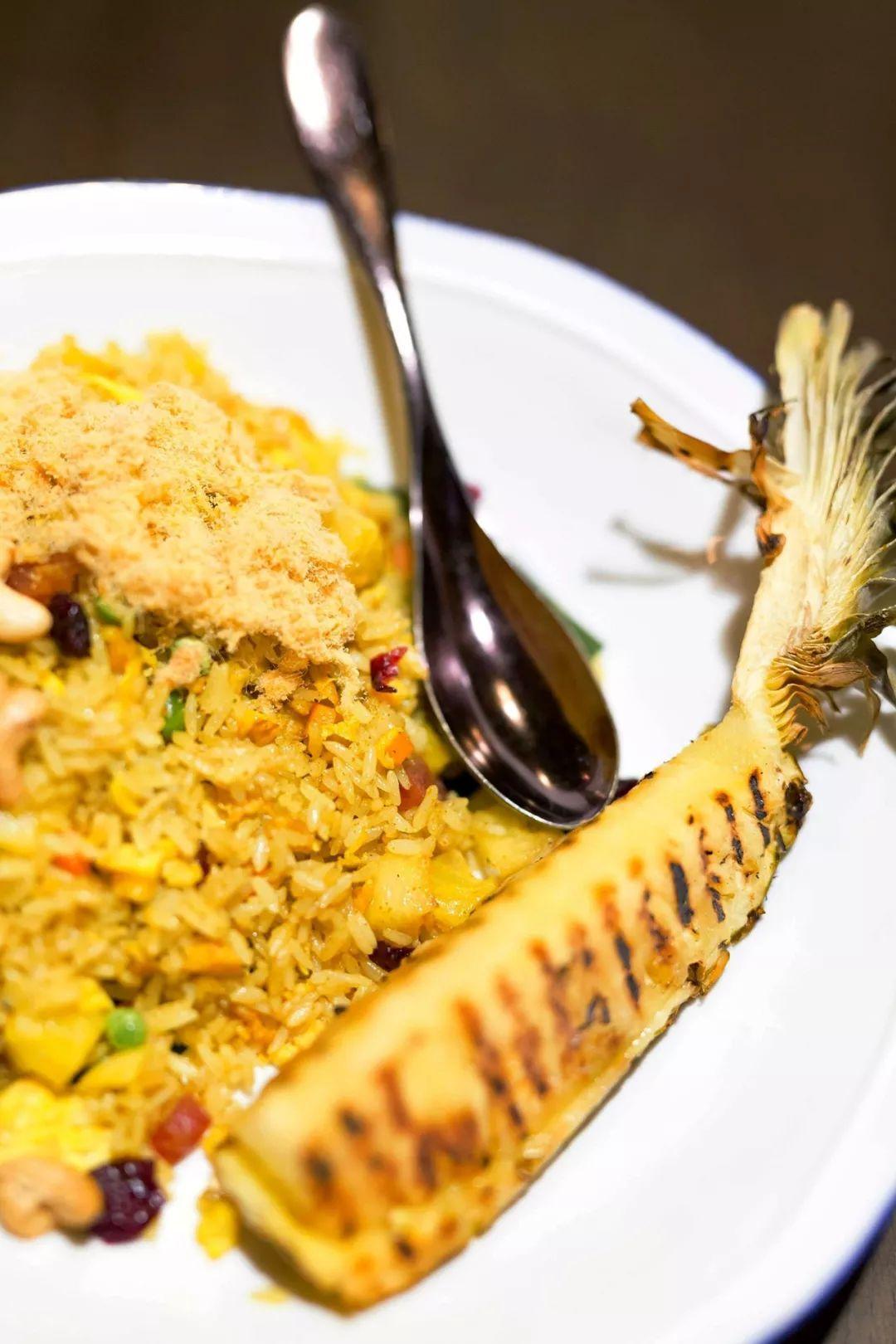 泰式菠萝饭是一款特别出名的泰式美食,一度排在支书种草清单的首位.图片