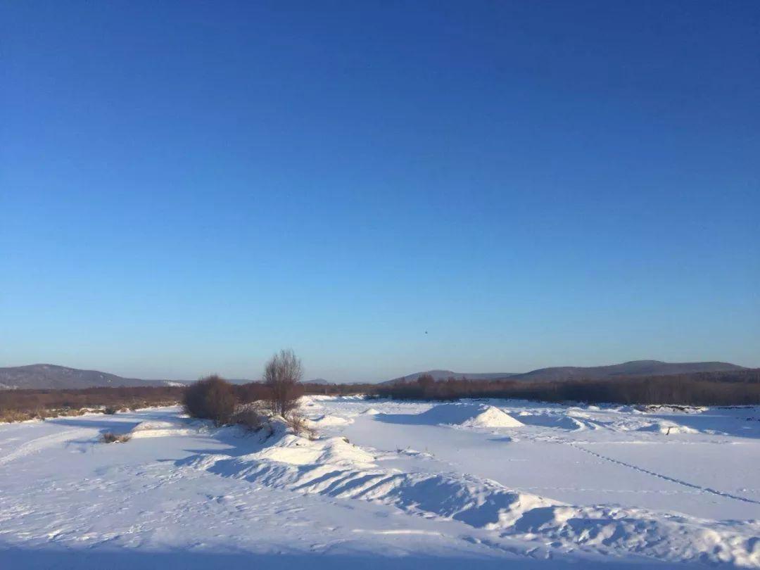 冷空气持续 鹤河依然被 冰雾 笼罩