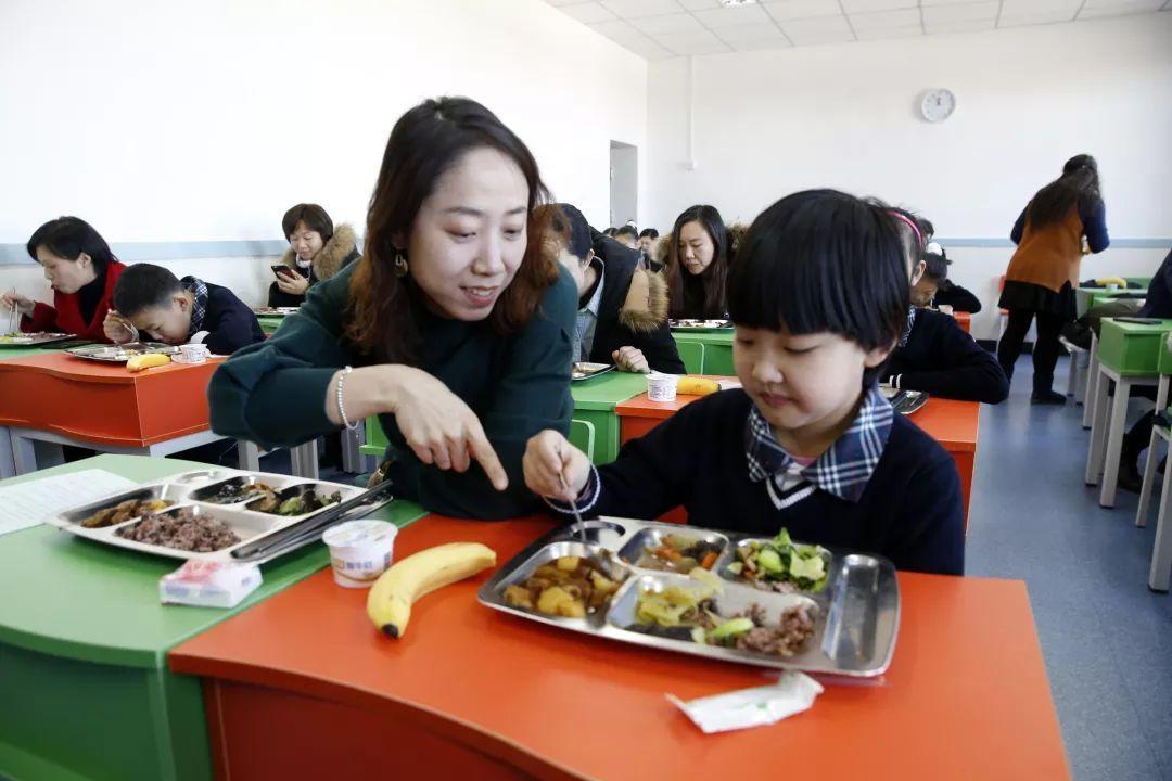 """景泰小学食堂被评为""""国家三星级标准学生食堂""""图片"""