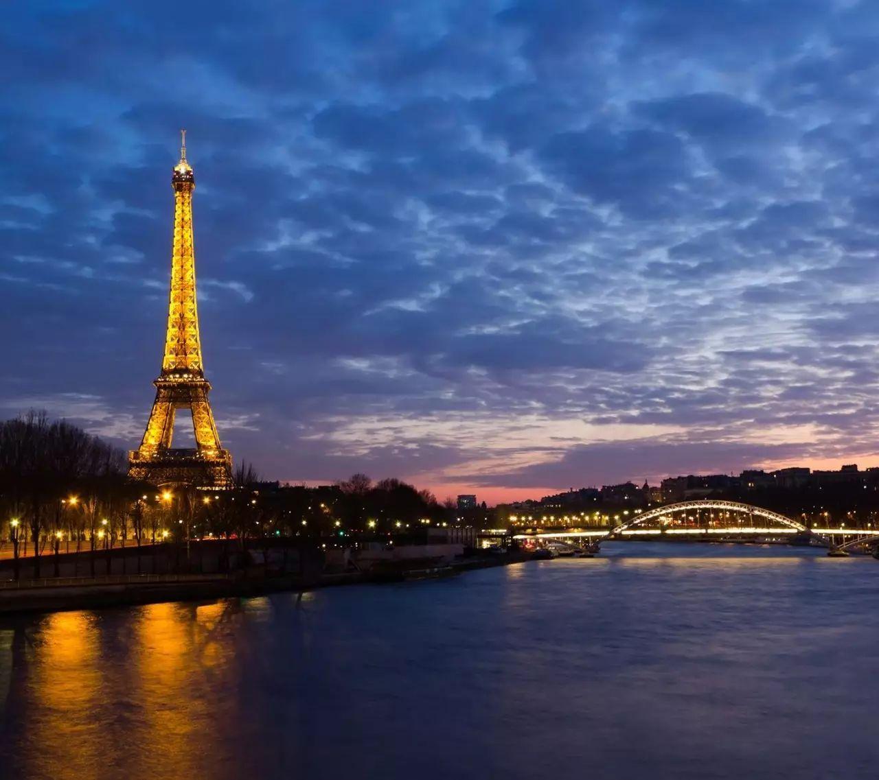 巴黎铁塔的画法素描