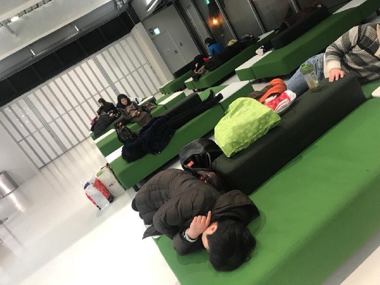 175名中国游客滞留日本机场 与警方发生冲突