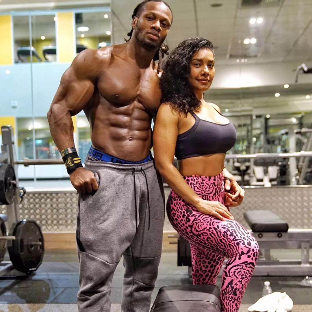 世界最火健身男模大diǎo哥夫妇带你解锁姿势,简直看的脸红!