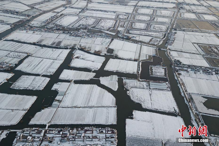 航拍江苏南通白甸里下河水乡雪后迷人景象