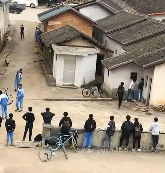 学生打架斗殴视频_梅县石扇某中学学生打架斗殴视频曝光