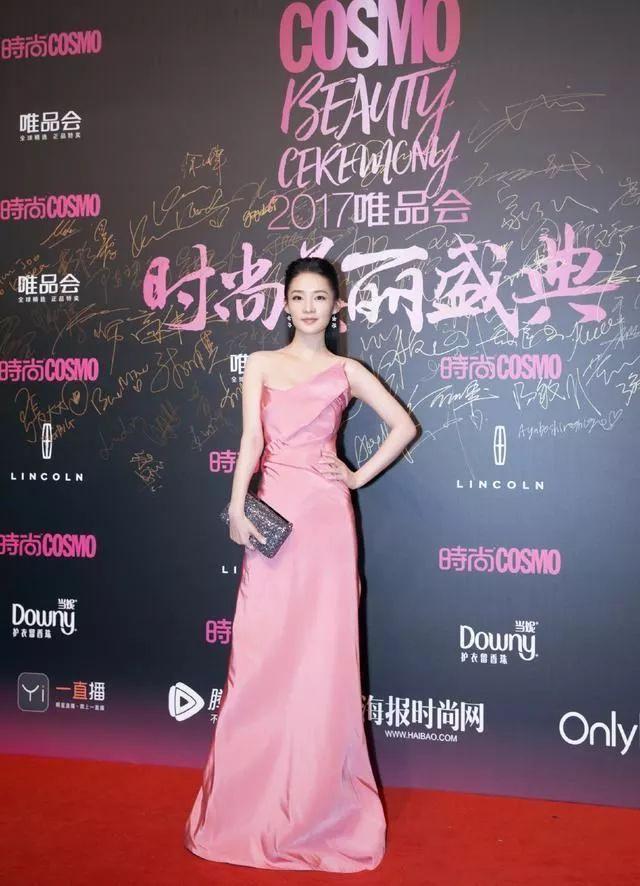 看过赵丽颖的粉色礼服,就不再觉得刘亦菲迷人了!