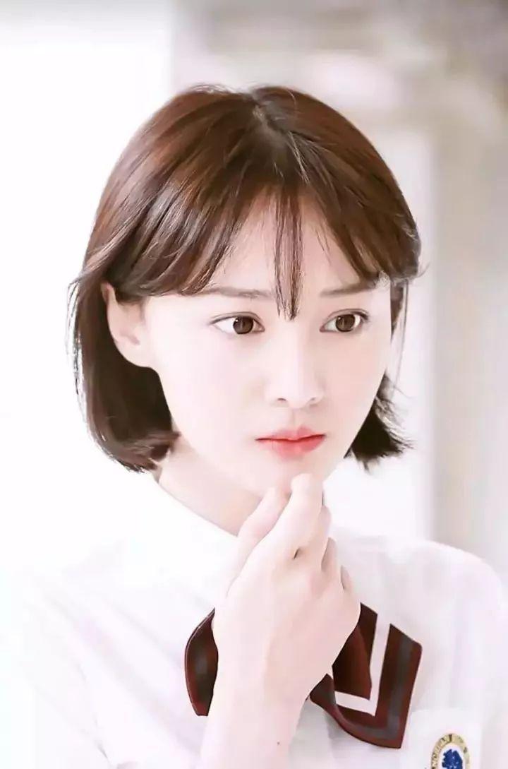 适合的发型,中分设计 齐脖短发,轻轻松松包裹住整个脸型,修颜更瘦脸图片