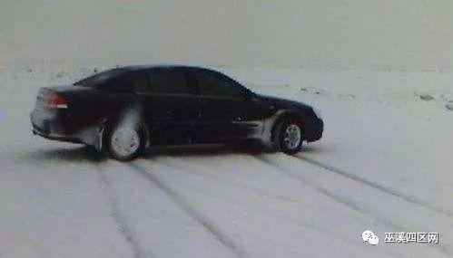 今天下午,巫溪白马中学附近,一大型车辆