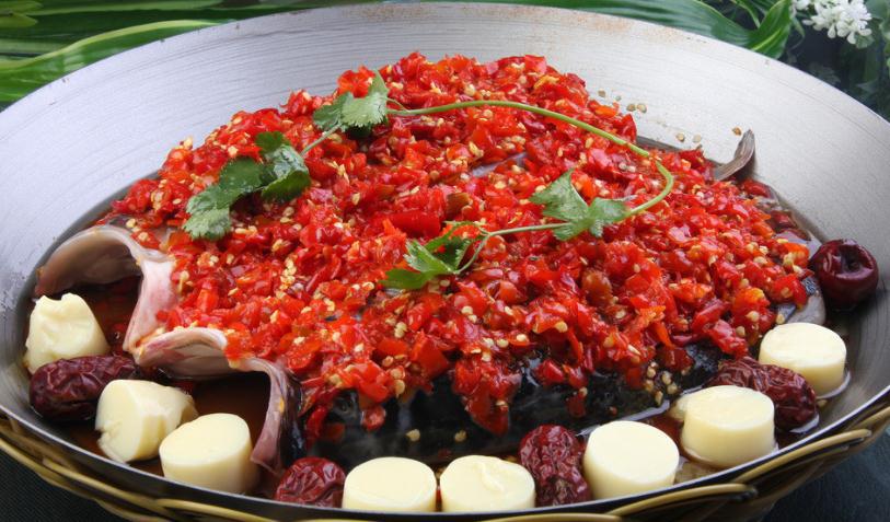 最大剁椒鱼头_湘菜经典,世界上最大的剁椒鱼头你尝了吗?