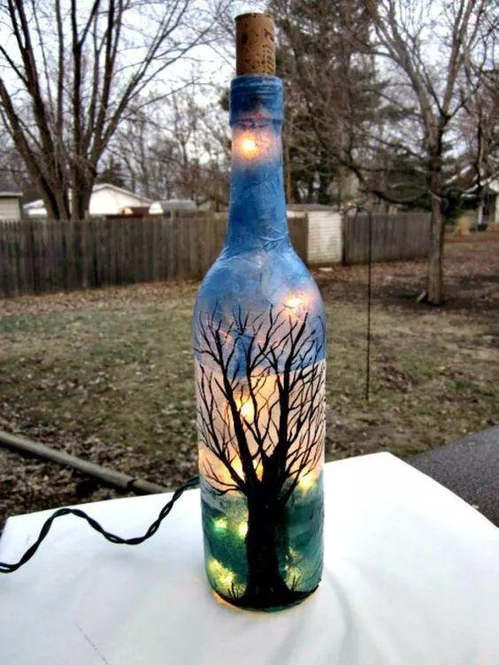 想用来做花瓶,但觉得瓶子外表太普通,一点图案都没有,利用丙烯颜料图片