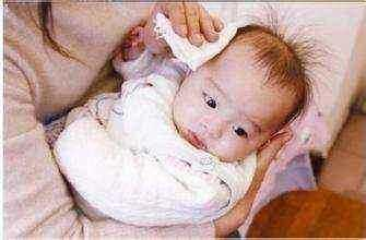 寶寶四個月了感覺頭有點歪