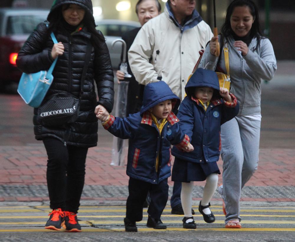 """香港今起持续一周""""冷冻""""天气 最低气温9℃左右"""