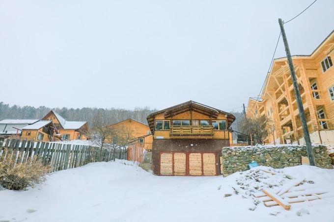 漫天飞雪,这座小镇如同一幅油画