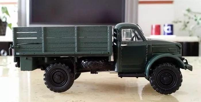老式卡车_他开着的是一台老式雪佛兰卡车.
